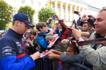 Санкт-Петербург: Scuderia Toro Rosso Showrun powered by Neste прошло в Петербурге